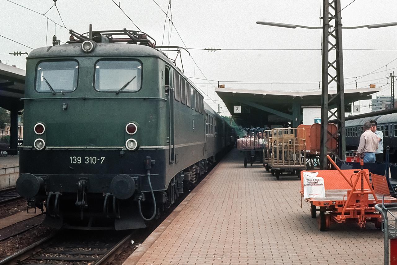 https://www.klawitter.info/bahn/allgemein/19820815_15-25_139310_FreiburgHbf_E3541_Freiburg-Villingen_k.jpg