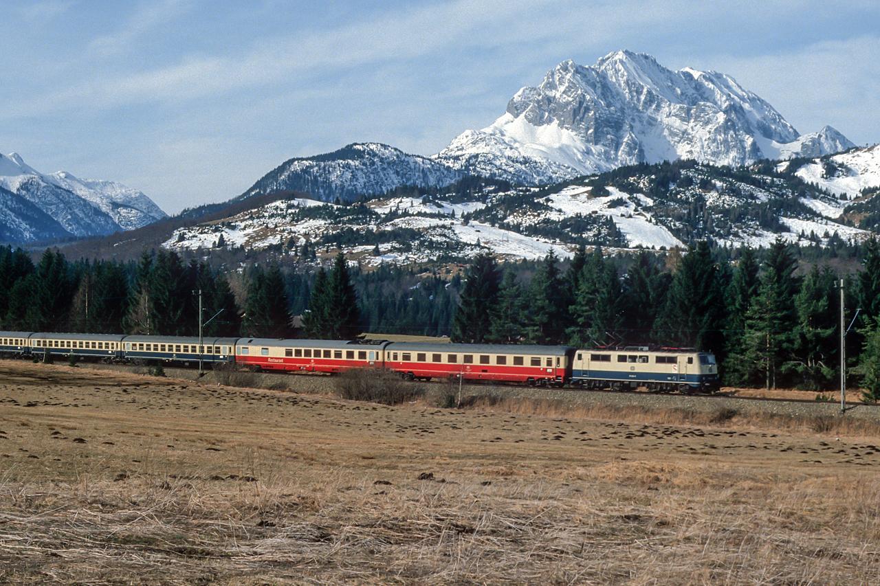 https://www.klawitter.info/bahn/allgemein/19850331_35-23_111_zw-Klais-und-Mittenwald_IC180_Karwendel_Innsbruck-Hamburg-Altona_k.jpg
