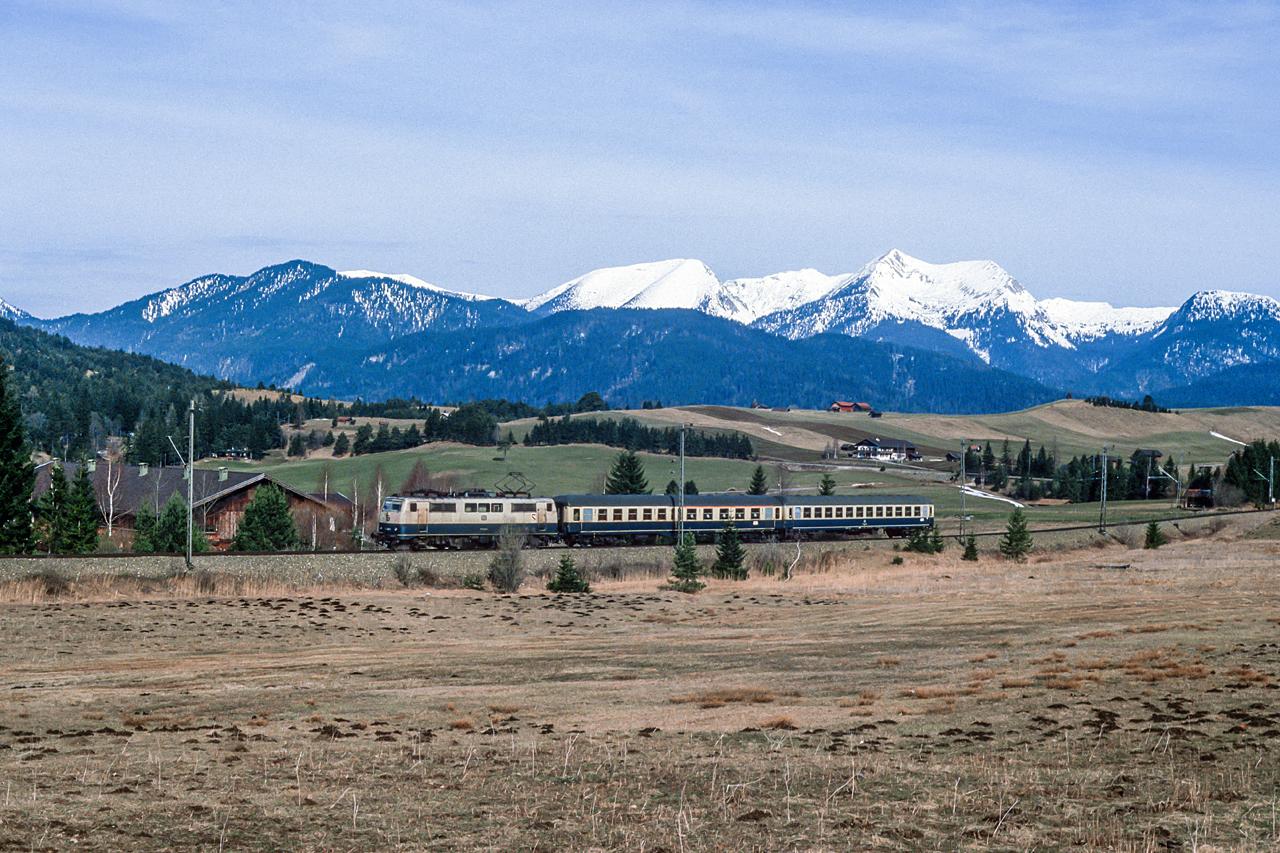 https://www.klawitter.info/bahn/allgemein/19850331_35-24_111048_zw-Klais-und-Mittenwald_E3685_MuenchenHbf-Mittenwald-Innsbruck_k.jpg