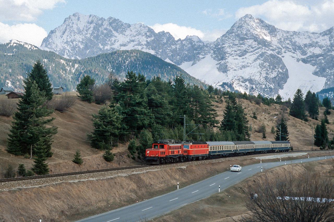 https://www.klawitter.info/bahn/allgemein/19850402_35-46_OEBB102003-104495_zw_Klais_und_Mittenwald_E3686_Innsbruck-Mittenwald-MuenchenHbf_ak.jpg