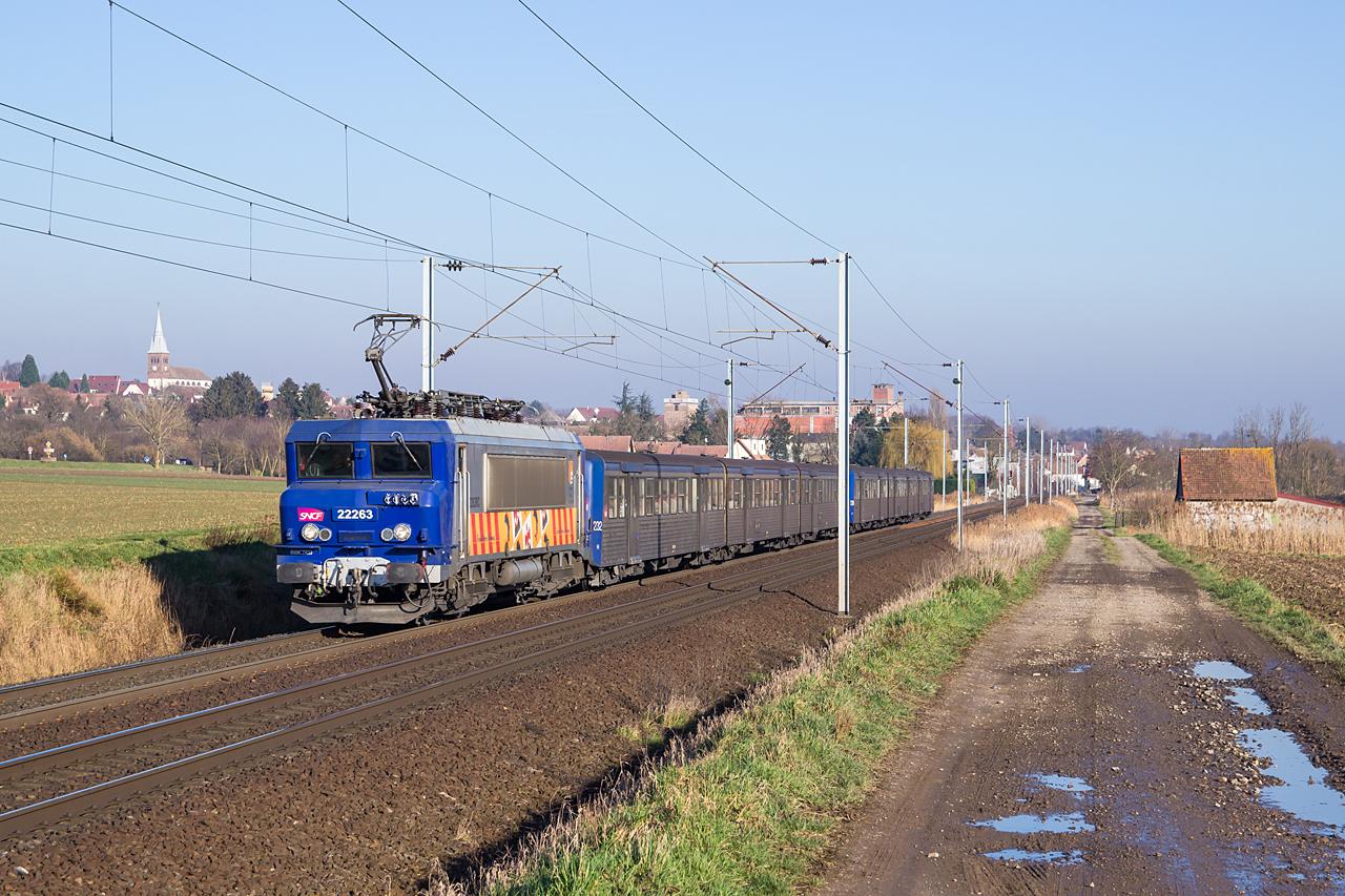 https://www.klawitter.info/bahn/allgemein/20200207-152512_SNCF22263_Hochfelden_TER830120_Strasbourg-Saverne_ak.jpg